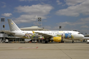 Vueling_Airlines_Airbus_A320_Volpati-1